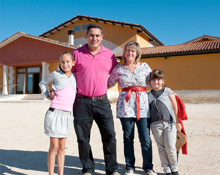 Juan Carlos Vizcarra with his Family (photo credit: Friederike Paetzold)