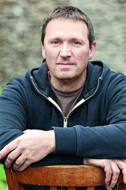 Daniel Vollenweider (photo source: http://www.aperitif.no/artikler/carl-loewen-og-hans-jevnaldrende-kolleger-gjor-en-storstilt-redningsaksjon-i-mosel/346036)